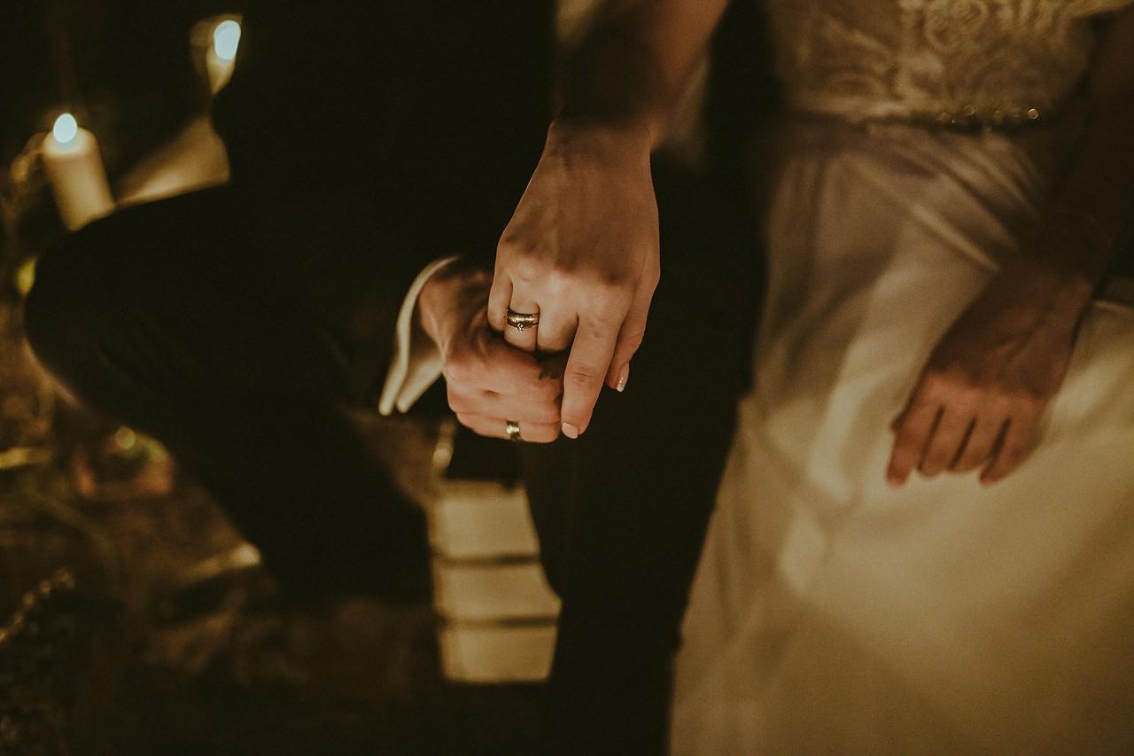 Fotograf ślubny Kielce, sesja ślubna w szklarni, sesja ślubna przy świecach