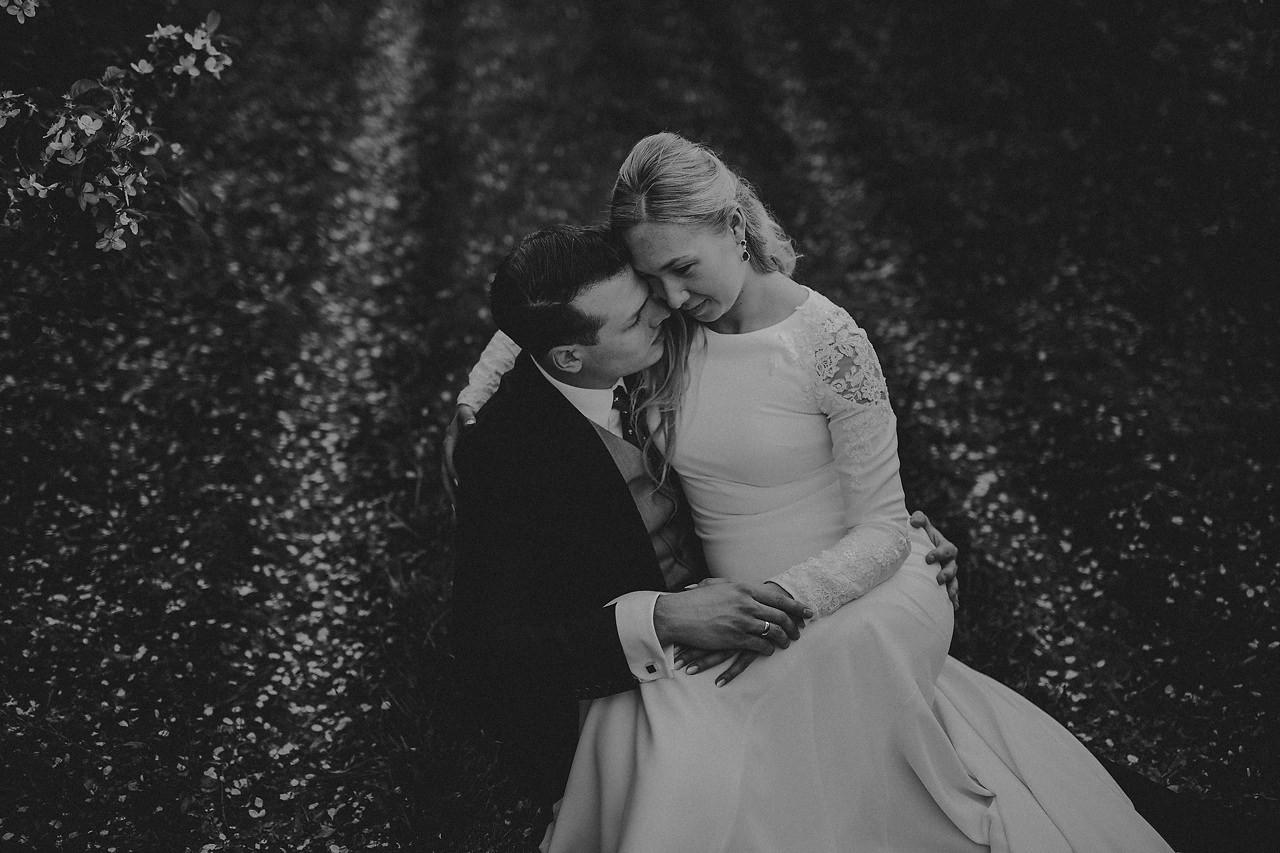 sesja ślubna w sadzie, zdjęcia ślubne Warszawa, sesja ślubna Grojec